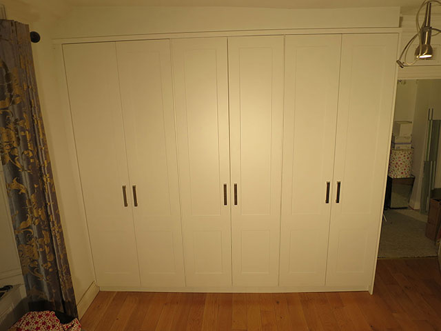 Wardrobe with 3 sections