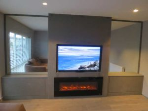 Media unit with mirrors